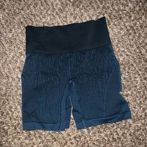Lululemon athletic compression shorts 4 small